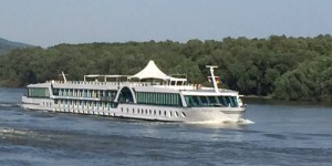 Flusskreuzfahrt-Schiff